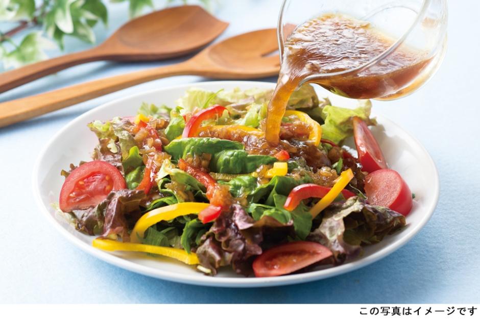 野菜をおいしく食べられるドレッシングを作る。